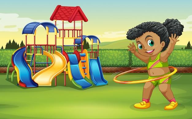 Ein mädchen, das hula band am park tut