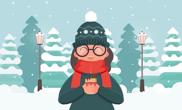 Ein mädchen in warmer kleidung hält ein heißes getränk in den händen. winterwald mit tannen im flachen stil. vektor.