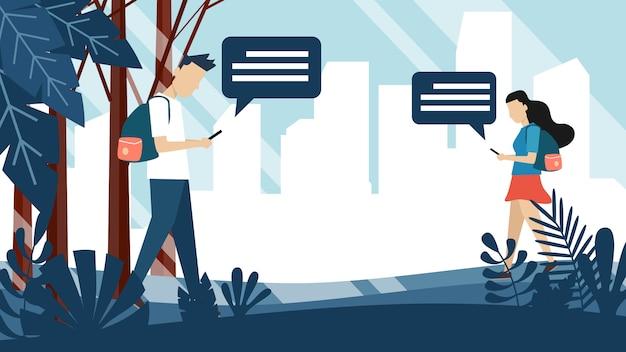 Ein mann und eine frau senden eine sms auf dem handy, während sie im park spazieren gehen