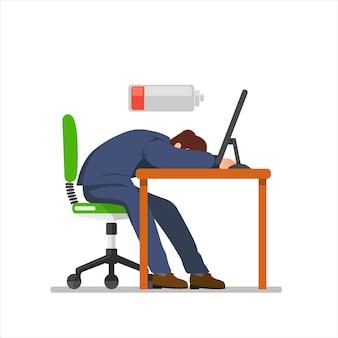Ein mitarbeiter schlief wegen arbeitsmüdigkeit auf seinem schreibtisch ein