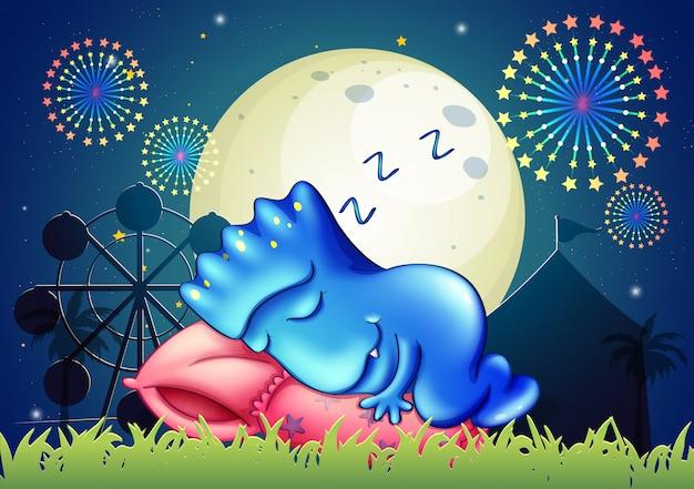 Ein monster, das über dem kissen im vergnügungspark schläft