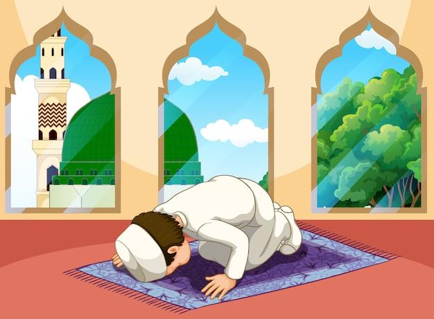 Ein muslimischer mann betet in der moschee