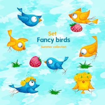 Ein satz lustige karikaturvögel mit blumen, einem kranz und erdbeeren.