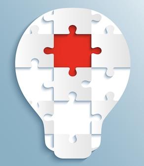 Ein teil der puzzles in form von glühbirnen, die mit dem roten puzzleteil übereinstimmen