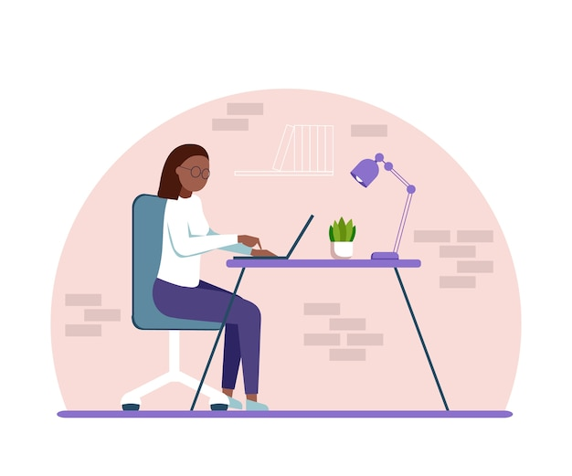 Eine dunkelhäutige frau, die mit einem laptop sitzt und von zu hause aus arbeitet. student oder freiberufler