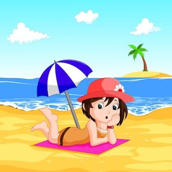 Eine Frau, die Sommer am Strand genießt