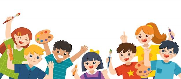 Eine gruppe multikultureller glücklicher kinder hat spaß und ist bereit, gemeinsam zu malen. fröhliche grundschüler. vorlage für werbebroschüre.
