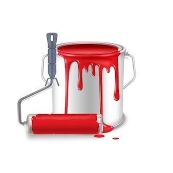 Eine offene blechdose mit verschütteter roter farbe und einem in farbe verschmierten walzenpinsel.