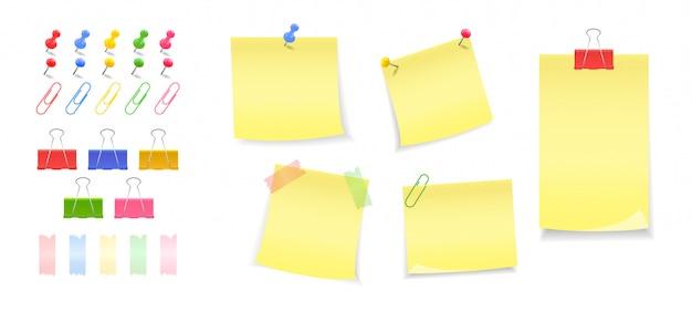 Eine reihe von knöpfen, stiften, clips, clips. papiernotizen mit knopf, stift befestigt. aufkleber. anmerkungen zur nachricht.