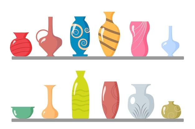 Eine sammlung von keramikvasen. küchenutensilien, tonschalen und töpfe. farbige keramikvasen, antike tassen mit blumen, florale und abstrakte muster. elemente des innenraums. illustration.