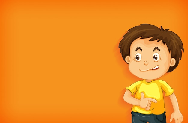 Einfacher hintergrund mit jungen im gelben hemd