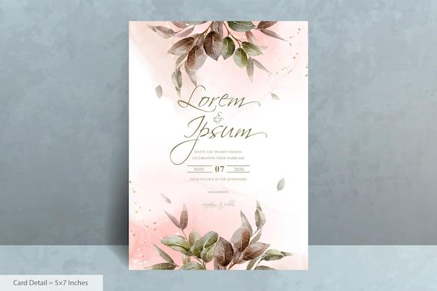 Elegante hochzeitseinladungskartenvorlage mit handgezeichnetem laub