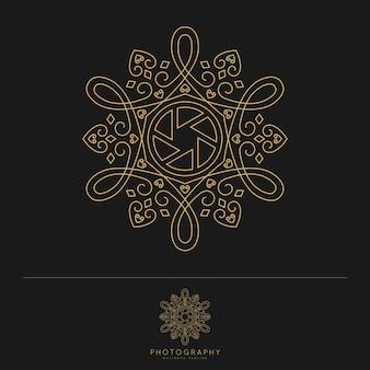 Elegante logo-designvorlage für luxusfotografie. schöner und klassischer strichgrafikstil