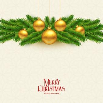 Elegante weihnachtsbaumblätter und goldener ballhintergrund