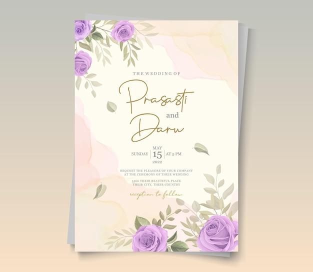 Eleganter hochzeitskartenentwurf mit lila rosenverzierungen