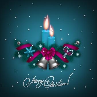 Eleganter weihnachtshintergrund mit kerzen und glocken