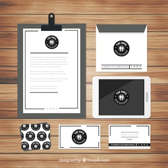 Elegantes briefpapier in schwarz und weiß für restaurant