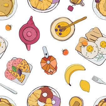 Elegantes nahtloses muster mit appetitlichen frühstücksmahlzeiten, die auf tellern liegen - sandwich, croissant, pfannkuchen.