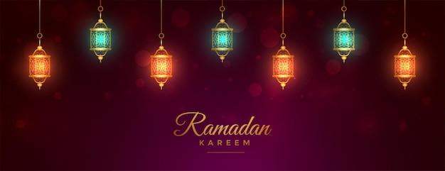 Elegantes ramadan kareem banner mit leuchtenden islamischen laternen