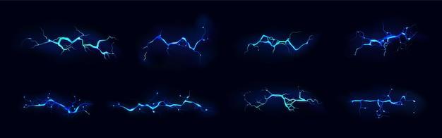 Elektrischer blitzschlag satz der blauen farbe während der nacht