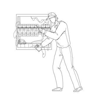 Elektroingenieur, der elektrisches panel schwarze linie bleistiftzeichnung vektor überprüft. elektriker mit messgerät zur überprüfung der elektrischen spannungskabelverkabelung in der hauptstromplatine. charakterillustration