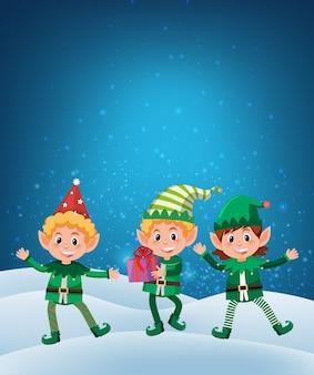 Elf, der geschenk auf schneehintergrund hält