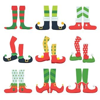 Elfenfüße. weihnachtsmärchencharakter bunte stilvolle stiefel santa schuhe und leggings cartoon-set. elf schuhe, füße und beine gestreifte illustration