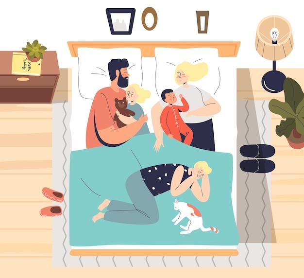 Eltern schlafen mit kleinen kindern in einem bett
