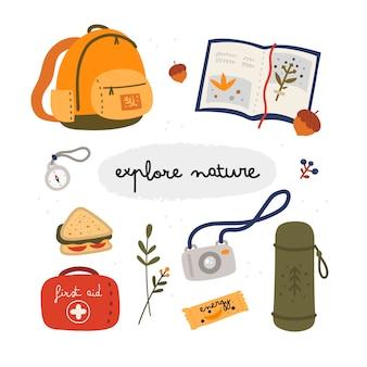 Entdecken sie die natursammlung. touristische ausrüstung im flachen stil