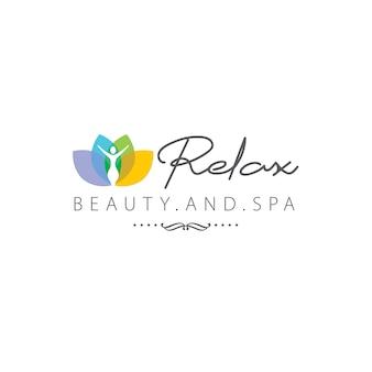 Entspannen sie sich schönheits- und badekurort-logo mit seerose und meditationsmann
