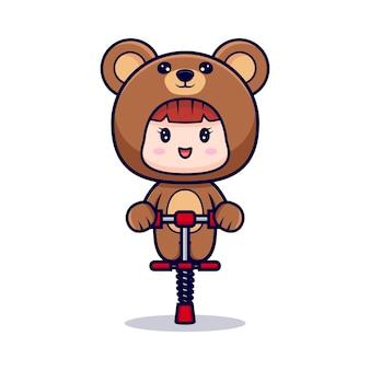 Entwurf des niedlichen mädchens, das bärenkostüm mit springendem spielzeug trägt