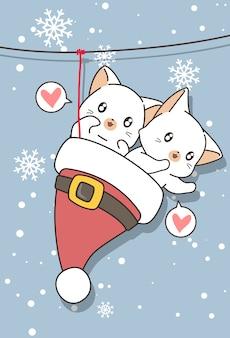 Entzückende katzen in der weihnachtsmütze wurden aufgehängt