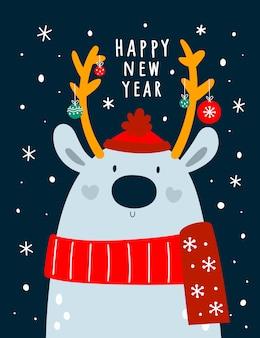 Entzückende rotwild im schal und im hut mit festlicher weihnachtsdekoration.