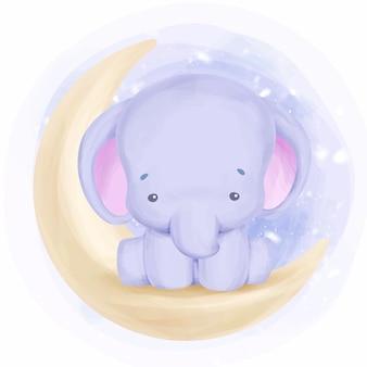 Entzückender kleiner elefant sitzen auf mond