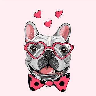 Entzückender welpen-mops mit einem rosa herzkrapfen. französische bulldogge in einer gestreiften strickjacke, in einer lustigen rosa herzbrille