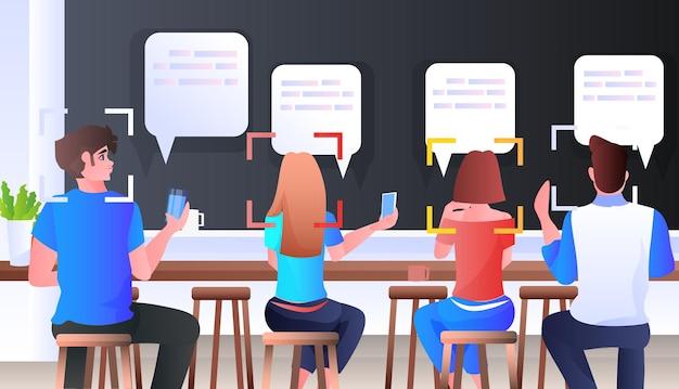 Erkennung und identifizierung von personen im café-gesichtserkennungssystem ai analysieren das kommunikationskonzept der chat-blase horizontale illustration