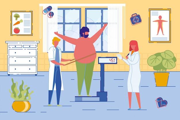 Ernährungswissenschaftler oder ernährungsberater wiegen patienten.