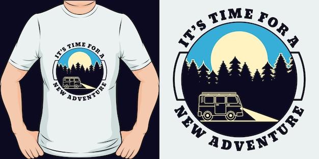 Es ist zeit für ein neues abenteuer. einzigartiges und trendiges adventure t-shirt design