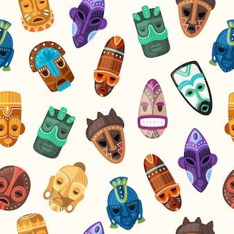 Ethnische nahtlose musterillustration der stammesmaske. holzgesichtsmasken der afrikanischen krieger auf menschlichem kopf oder zeremoniellem afro-totem mit alter horrorverzierung, traditioneller beschaffenheit