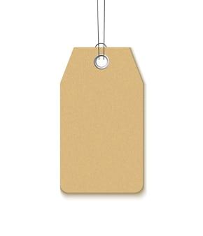 Etikett mit einer metalltülle lokalisiert auf weißem hintergrund. realistick vorlage leeres bastelpapieretikett