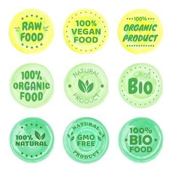 Etiketten für bio-lebensmittel. frische vegetarische öko-produkte, veganes etikett und abzeichen für gesunde lebensmittel. veganismus-logo, veganer-diätaufkleber oder ökologischer lebensmittelstempel. vegetarisches öko-grün-konzept.