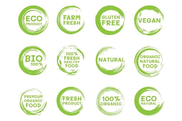 Etiketten für bio-lebensmittel. frische vegetarische produkte und gesunde lebensmittelabzeichen. logo, veganer diätaufkleber oder ökologischer produktstempel. öko-grünes konzept. vektor-illustration