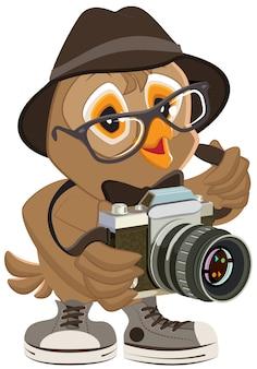 Eulen-hipster in hut und sonnenbrille, die retro-kamera hält. vogelfotograf