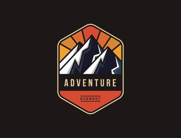 Everest adventure logo emblem vorlage