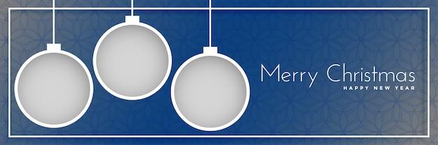 Fahnendesign der frohen weihnachten mit hängenden bällen
