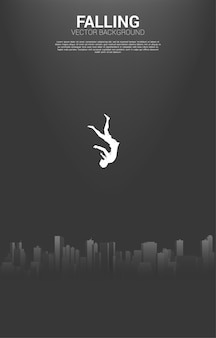 Fallende geschäftsfrau vom himmel in die großstadt. konzept der depression in der großstadt.
