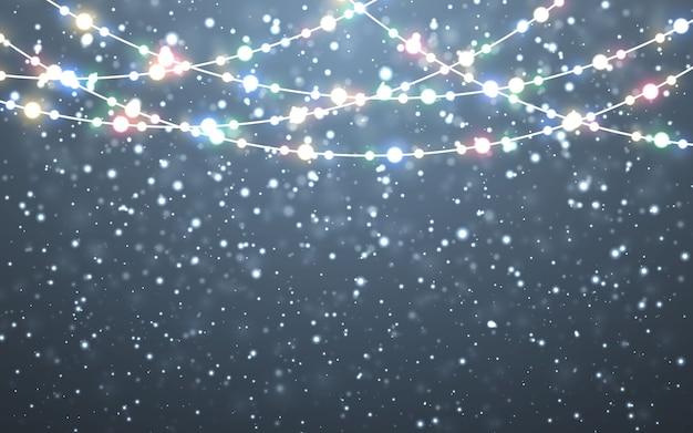 Fallende weiße schneeflocken auf dunklem hintergrund