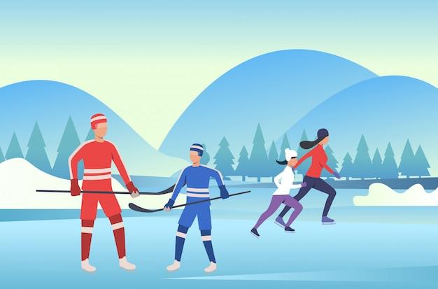 Familie, die hockey auf gefrorenem teich eisläuft und spielt