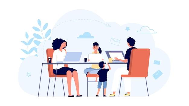 Familie mit geräten. mama, papa und kinder mit laptops und tablets am tisch zusammen.
