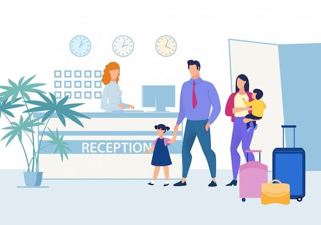 Familie mit kindern an der hotelrezeption